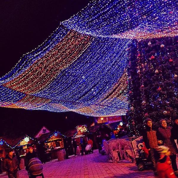 Театральная площадь в Анапе на Новый год
