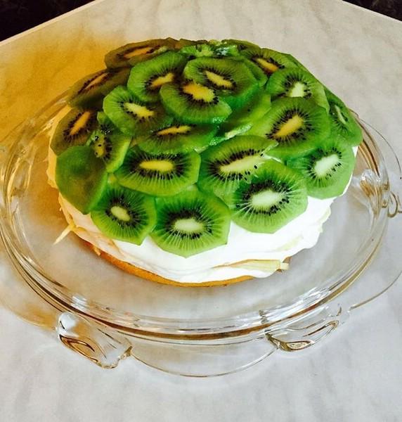 Бисквитовый торт с кремом и киви